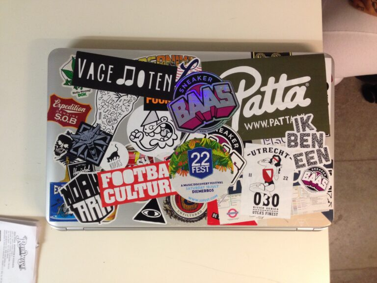 sticker laptop patta